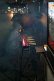 Satay auf dem Feuer Stockbild