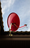 Satelitarna czerwień na dachu Zdjęcie Royalty Free