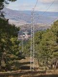 Satelitarna tropi stacja w Buitrago de Lozoya i powerline Fotografia Stock