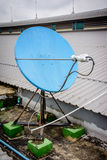 Satelitarny terminal na dachu Obraz Royalty Free