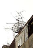 Satelitte auf dem Dach Lizenzfreie Stockfotos