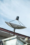 Satelitte auf dem Dach Lizenzfreie Stockbilder