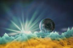 Satelitte des unbekannten Planeten der gelben blauen Farbe fliegt am Th stock abbildung