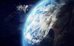 Satelitte und Erde Stockfotografie