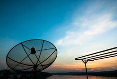 Satelliet in de avond Stock Foto