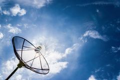 Satelliet de zon blauwe hemel van de schotelhemel Stock Fotografie