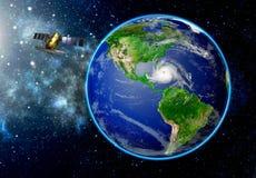 Satelliet die de ontwikkeling van een tropische benaderende orkaan waarnemen royalty-vrije stock afbeelding