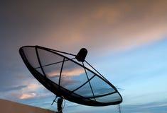 Satelliet en blauwe hemel Stock Foto's