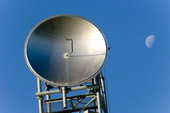 Satelliet Schotel & Maan royalty-vrije stock foto