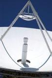Satelliet Schotel die III benadrukt stock fotografie