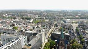 Satellietbeeld Dusseldorf Duitsland Vlucht over de stad stock videobeelden