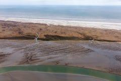Satellietbeeld Nederlands eiland Schiermoniikoog, kustlijn met moerasland en kanalen royalty-vrije stock foto