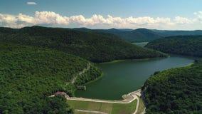 Satellietbeeld over landbouwgebieden, bos en dam stock footage