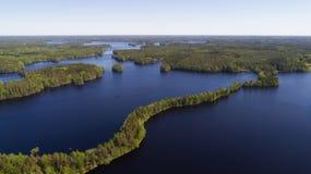 Satellietbeeld van blauwe meren en groen bos in Fins nationaal park Liesjarvi bij de zomer royalty-vrije stock foto