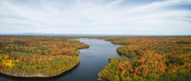 Satellietbeeld van Canadees Landschap tijdens Dalingsseizoen stock afbeelding