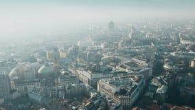 Satellietbeeld van centraal deel die van Milaan beroemd Duomo-Di Milaan of Milan Cathedral impliceren Lombardije, Italië stock videobeelden