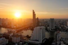 Satellietbeeld van Chao Phraya River bij zonsondergang De zon daalt in Verbod royalty-vrije stock foto