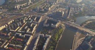 Satellietbeeld van Commercieel van Moskou Internationaal Centrum bij zonsopgang wanneer de zon achter wolken is Moskou-stad wolke stock footage
