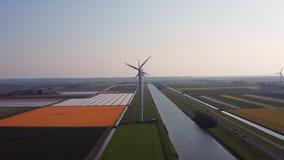 Satellietbeeld van de energieproductie van windturbines stock footage