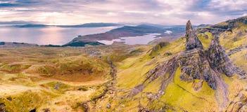 Satellietbeeld van de Oude Man van Storr en de Storr-klippen op het Eiland van Skye in de herfst, Schotland, het Verenigd Koninkr stock afbeeldingen