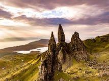 Satellietbeeld van de Oude Man van Storr en de Storr-klippen op het Eiland van Skye in de herfst, Schotland, het Verenigd Koninkr royalty-vrije stock foto
