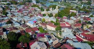 Satellietbeeld van de Oude Stad van Deeltbilisi in Georgia Tile Roofs stock videobeelden