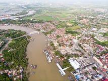 Satellietbeeld van de rivier in het vissersdorp royalty-vrije stock afbeelding