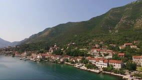 Satellietbeeld van de stad Prcanj in de Baai van Kotor Montenegro stock video