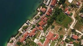 Satellietbeeld van de stad Prcanj in de Baai van Kotor Montenegro stock footage
