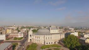 Satellietbeeld van de stadscentrum van Odessa met Opera en Ballet de Theaterbouw stock footage