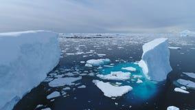 Satellietbeeld van de de vlotter het oceaangletsjer van Antarctica iecberg stock videobeelden