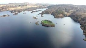 Satellietbeeld van Doon Fort door Portnoo - Provincie Donegal - Ierland stock footage
