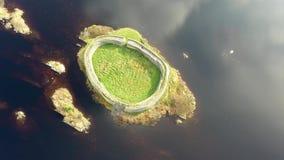 Satellietbeeld van Doon Fort door Portnoo - Provincie Donegal - Ierland stock videobeelden