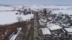 Satellietbeeld van een Amish-Verkoop van de de Wintermodder in de Modder stock video