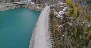 Satellietbeeld van een dam stock video
