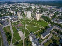 Satellietbeeld van flats met meerdere verdiepingen dicht bij cecenijavierkant in Kaunas royalty-vrije stock foto