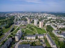 Satellietbeeld van flats met meerdere verdiepingen dicht bij cecenijavierkant in Kaunas royalty-vrije stock foto's