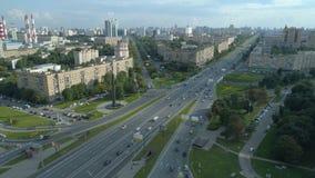Satellietbeeld van Gagarin-Vierkant op een zonnige de zomerdag in Moskou stock footage