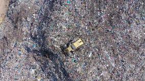 Satellietbeeld van grote stortplaats De stortplaats van het afvalhuisvuil, milieuvervuiling stock footage