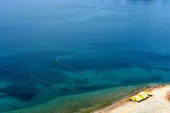 Satellietbeeld van het blauwe overzees en een hoek van het strand royalty-vrije stock foto's
