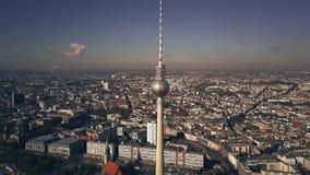 Satellietbeeld van het centrumcityscape van Berlijn zoals die van Alexanderplatz-gebied wordt gezien duitsland stock footage