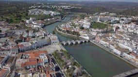 Satellietbeeld van het charmeren Tavira met roman brug, Algarve, Portugal stock footage