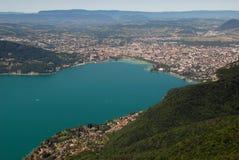 Satellietbeeld van het meer en de stad van Annecy in Haute Savoie, Frankrijk stock afbeelding