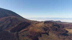 Satellietbeeld van het Nationale Park van Teide, vlucht over de bergen en lava Tenerife, Canarische Eilanden stock videobeelden