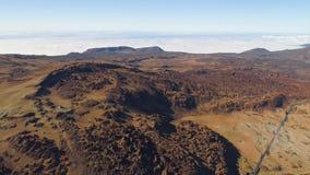 Satellietbeeld van het Nationale Park van Teide, vlucht over de bergen en lava Tenerife, Canarische Eilanden stock video