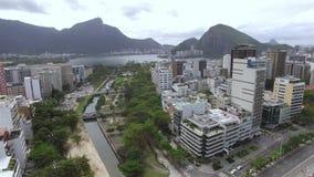 Satellietbeeld van het vierkant, Tuin van Allah en het strand van Ipanema Rio de Janeiro Brazilië stock video