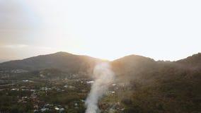 Satellietbeeld van het zonnige van het het eiland luchtlandschap van de dag phuket stad panorama 4k stock video