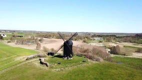 Satellietbeeld van Historische Deense Windmolen stock videobeelden
