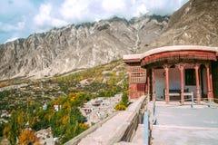 Satellietbeeld van Hunza-vallei van Baltit-fort in de herfstseizoen Baltistan Gilgit, Pakistan stock foto's