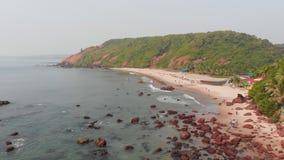 Satellietbeeld van Kalacha-strand in Goa India stock videobeelden